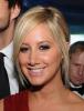 ZOOM : Zoom sur le make-up d'Ashley , à  l' Elton John Academy Awards Party ! Comment le trouver vous ?