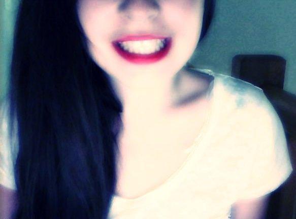 •Sourire même quand l'envie n'y est pas; c'est devenu une passion.