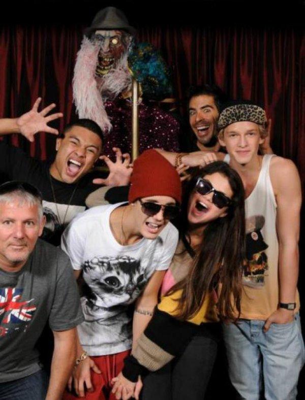 01/10/2012 Selena s'est rendue au Bus Believe Tour et au  concert de Justin bieber !