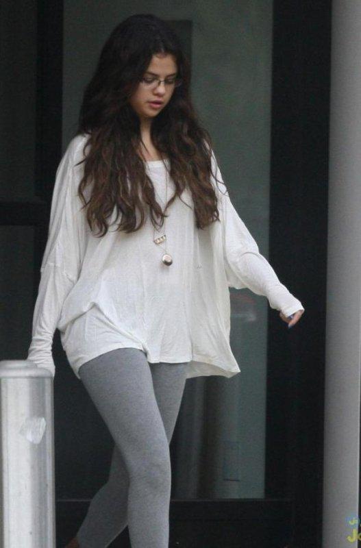 18/10/2012 Selena rend visite a des enfants malades