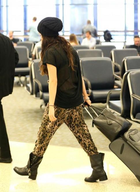 19/10/2012 Selena a l'aéroport de L.A