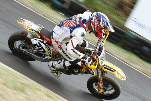 Pascal Dorseuil le maitre du motocross en supermotard