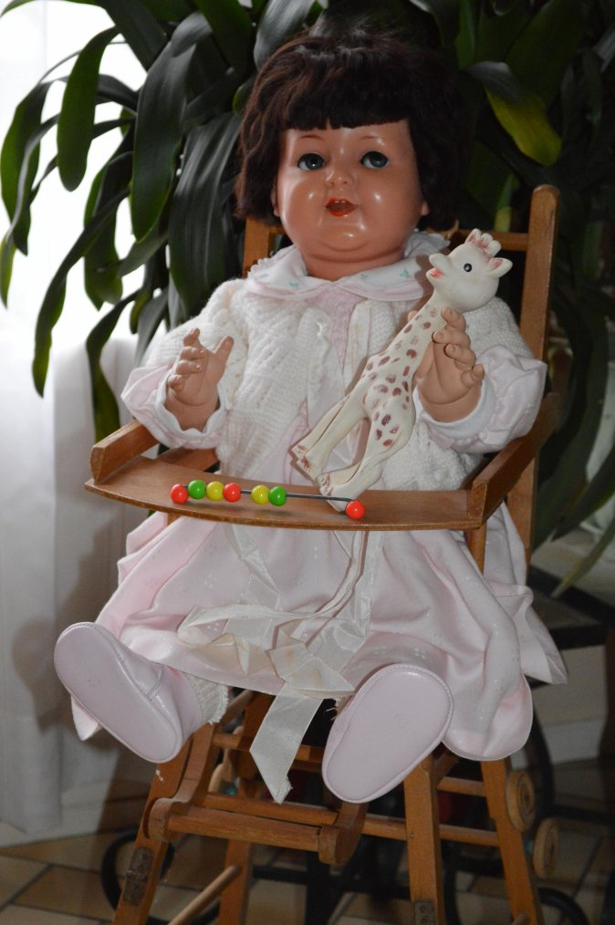 quelques baigneurs et poupées à la chaise .