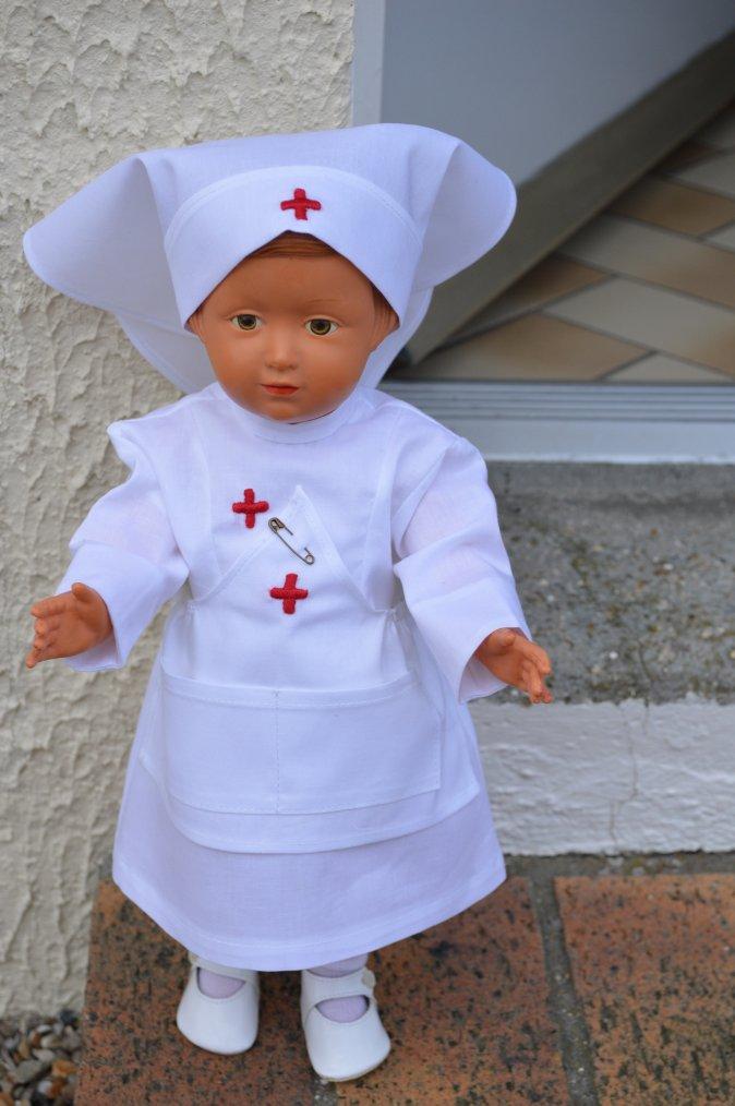 Françoise en tenue d'infirmière  !