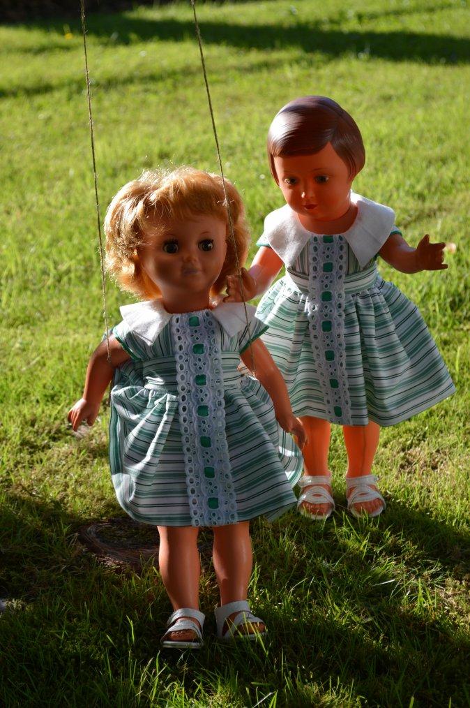 Les filles font de la balançoire  , juin 1960 !!