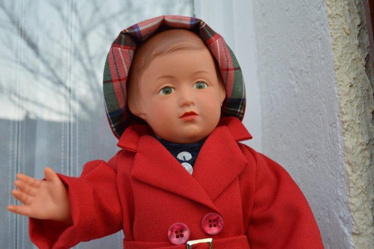 Françoise et son imperméable à capuche  !!