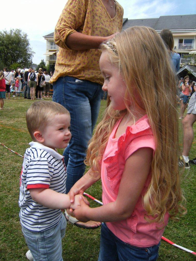 Quelques photos de  nos deux amours à la kermesse de l'école maternelle  !!