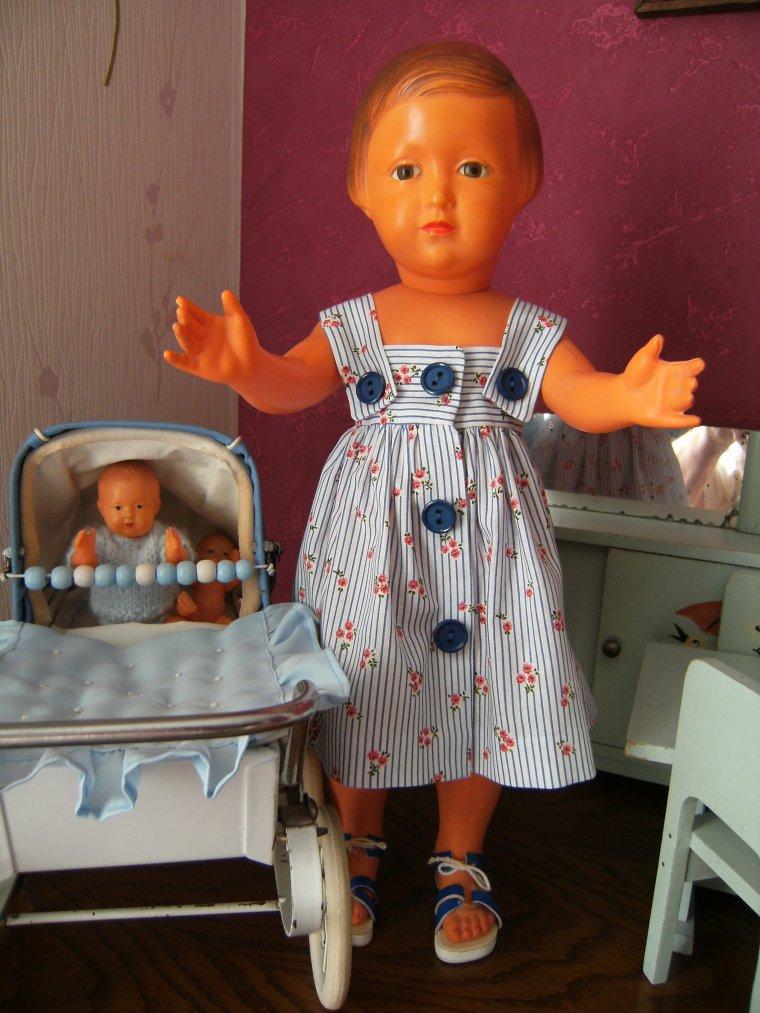 Françoise est contente , elle a enfin cette tenue qui lui faisait tellement envie  !!