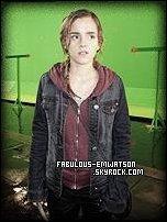 + 1 Photo d'Emma sur le set d'Harry Potter et les Reliques de la Mort Partie 2.