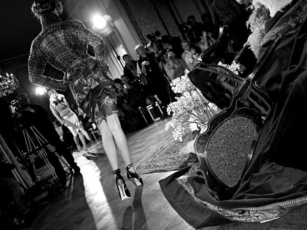 John Galliano F/W 2011 : Black & White Pictures