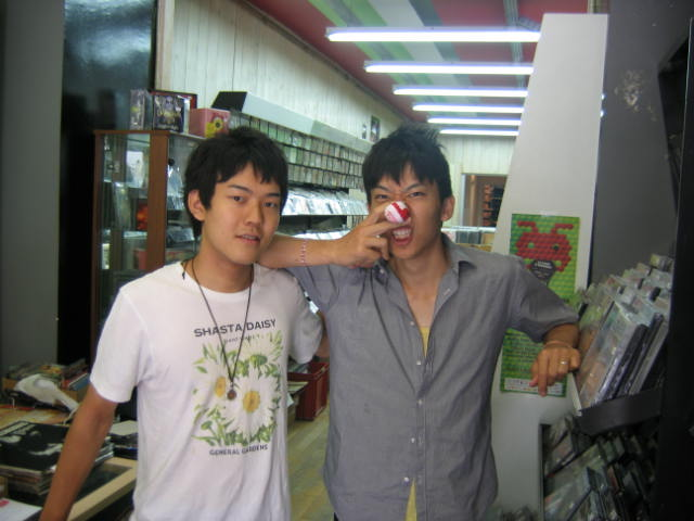 Taro&Jiro à la boutique de mon papaa ♥