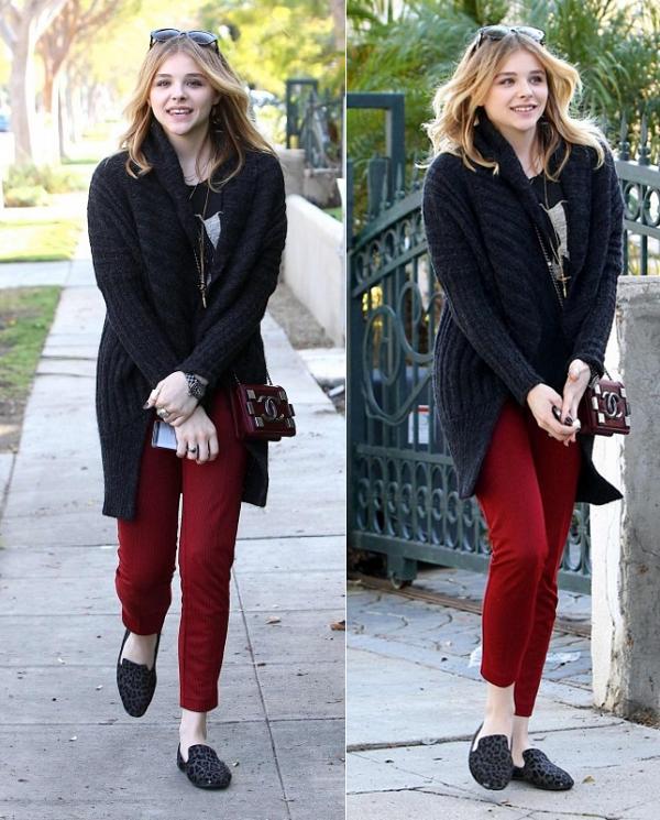 → 07/02 : Chloë a été photographié dans Beverly Hills.