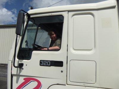 me voici au volent d'un camion Delisle ...