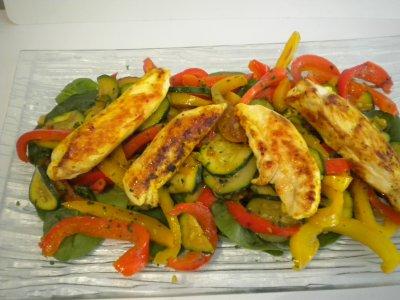 Salade tiède poivrons, courgettes, poulet