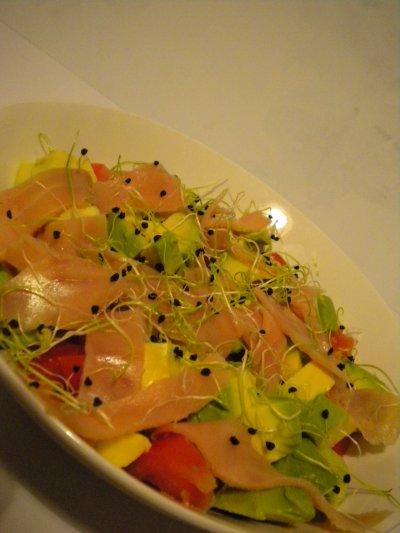 Salade tomate, avocat, saumon