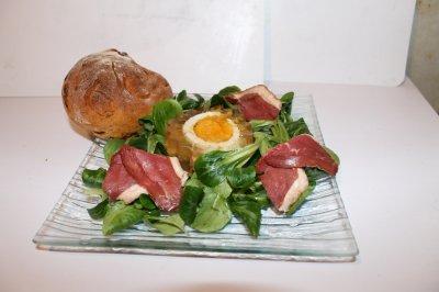 Aspic oeuf-jambon et petit pain tomate séchée-lardon