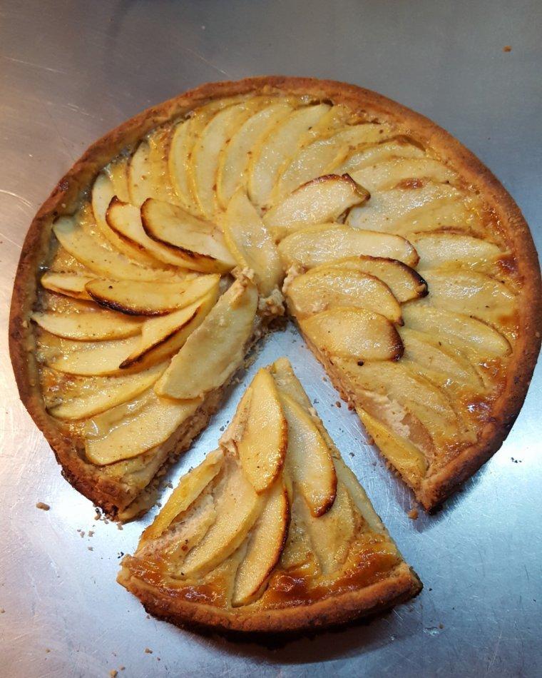 Tarte aux pommes (pâte sablée a la tonka)