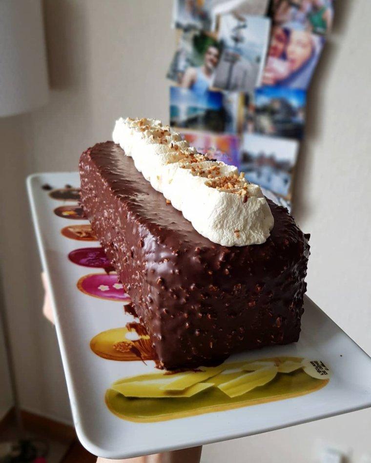 Cake au yaourt glaçage praliné