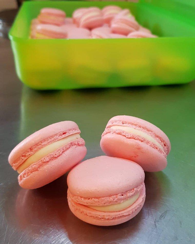Macarons chocolat blanc insert mûre