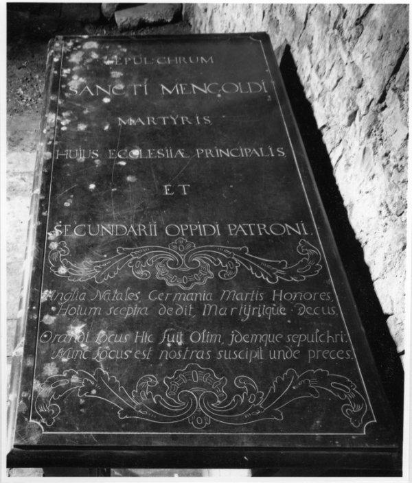 Cénotaphe de saint Mengold