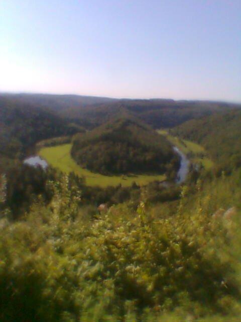 Splendide journée à Botassart, point de vue à 50m de chez moi. Sûrement une des dernières tofs vu que je déménage. Journée de fin d'été, chaude avec un léger vent qui fait remonter toutes les senteurs du talus. Pfff faut y être...