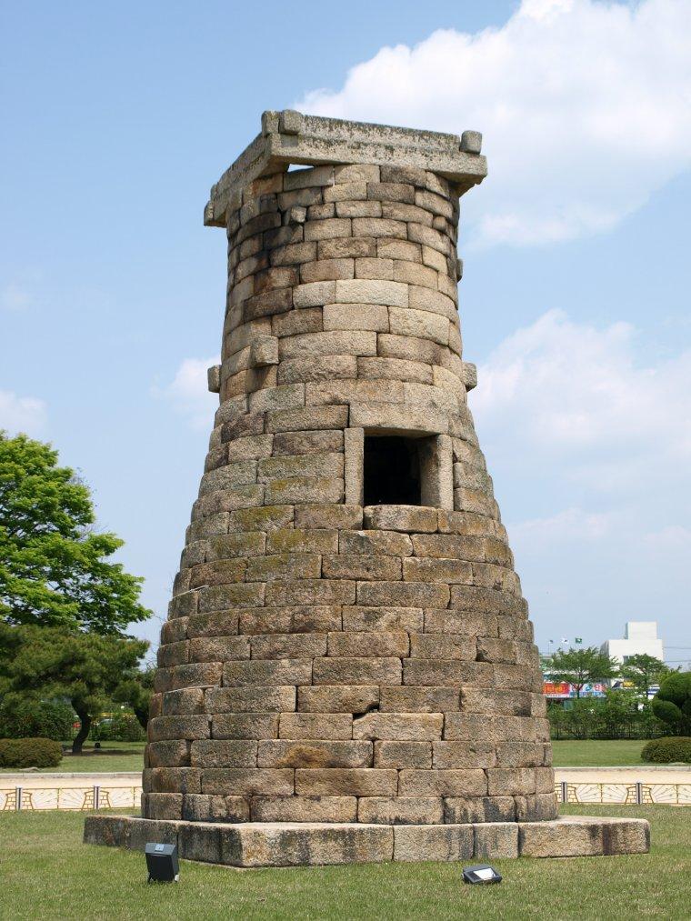 L'époque des Trois Royaumes (3°-4° siècles à 668) : Art funéraire et première architecture bouddhique.