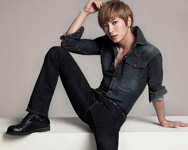 Lee Teuk - Park Jeong Su -  이특 (SUPER JUNIOR)