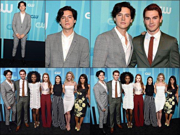 * 18/05/2017 : Cole était présent à la soirée The CW Network's Upfront avec le cast de Riverdale. *