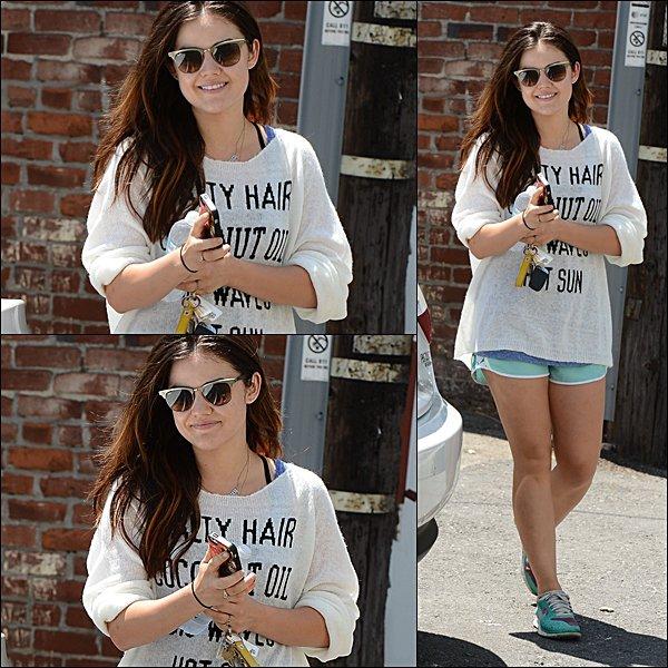 . 10.08.2013 Lucy sortant de son cours de gym et à l'évènement Creations Celebrity Retreat, précédant les Teen Choice 2013.  Comment trouves-tu sa tenue ?  .