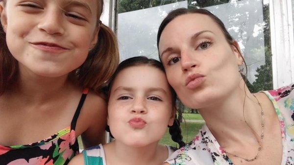 ma fille Karine avec ses filles Orélie et Amélie
