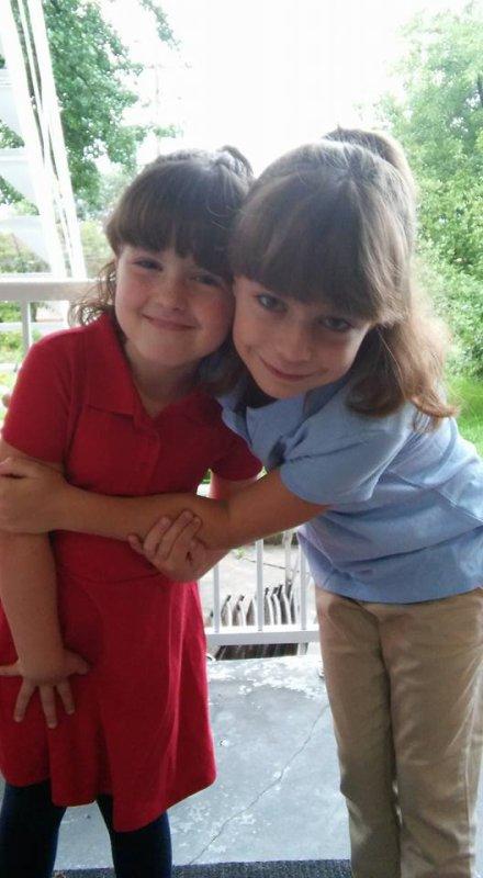 mes deux petites filles Orélie et Amélie