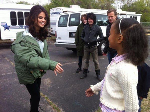 05/05 : Selena sur le set de Rudderless à Oklahoma City