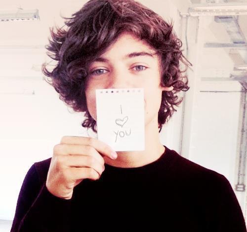 Mais moi aussi je t'aime Harry. ♥