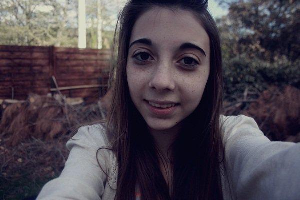 """"""" Pour bien vivre, il faut se lancer dans la vie, se perdre et se retrouver et se perdre encore, abandonner et recommencer mais ne jamais, jamais penser qu'un jour on pourra se reposer parce que ça ne s'arrête jamais.La tranquillité, c'est plus tard que nous l'aurons. """""""