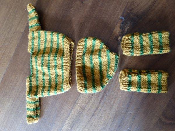 Utilisation des restes de laine - Ensemble pour le poupon de mes petits enfants