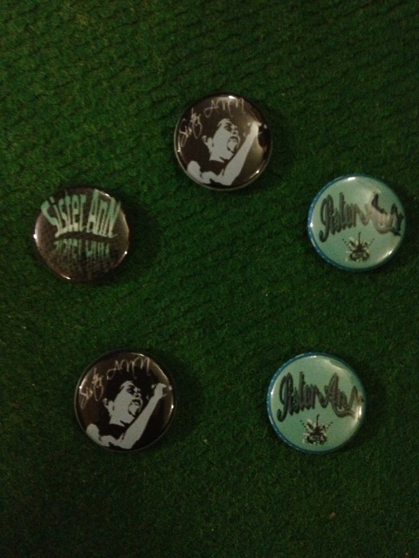 37 badges ont été vendus pour financer notre album. Prochain concert au Circuit de la bière  le 13 avril . On vous attend les badges seront toujours en ventes