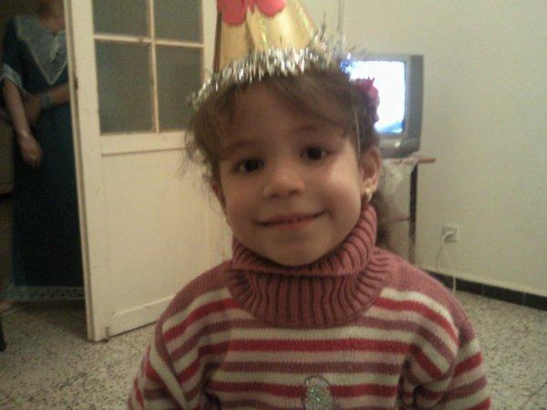 ma nièce Ikrem 9 ans