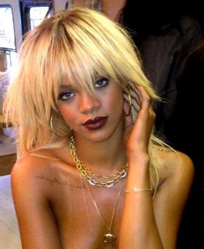 | Photos publiées sur le Twitter de Rihanna ~ Février 2012 |  Rihanna fera bientôt la couverture du magazine féminin « Elle ».