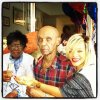 RIHANNA A L'ANNIVERSAIRE DE SES GRANDS PARENTS
