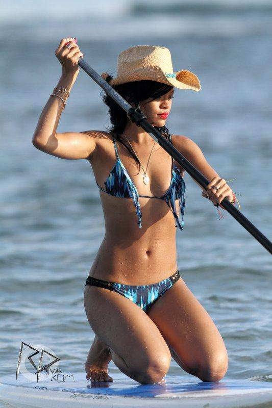 Rihanna encore à Hawaiii ....  29 avril 2012