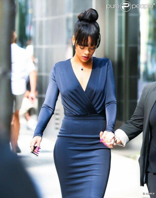 Rihanna quitte son hôtel le Gansevoort pour se rendre à l'enterrement de sa grand-mère Dolly. New York, le 6 juillet 2012