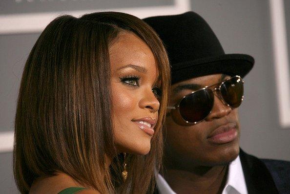 Le chanteur Ne-Yo a récemment admis avoir écrit des chansons pour le prochain album de Rihanna, et qu'il en avait d'ailleurs enregistré une avec la chanteuse le mois dernier.