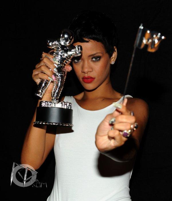 MTV Video Music Awards 2012   Rihanna a  remporter l'award de « Meilleure Vidéo De l'Année » pour le clip de « We Found Love »