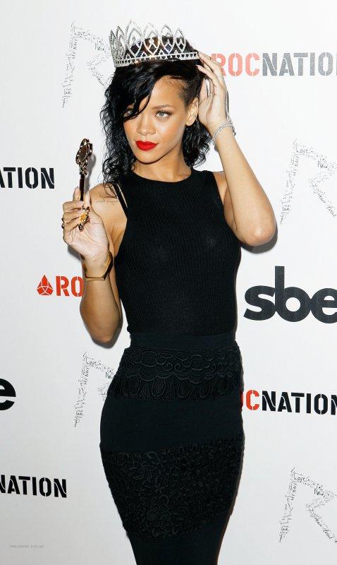 Rihanna a eu le prix de la « Reine du 25ème Carnaval d'Halloween de West Hollywood ».
