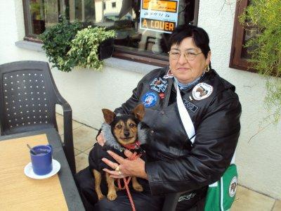 LA femme  de notre président COCO et son chien adorer POUPETTE