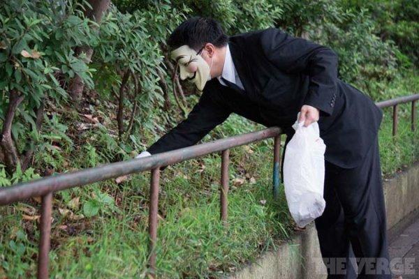Des Anonymous s'attaquent... à la saleté des rues de Tokyo