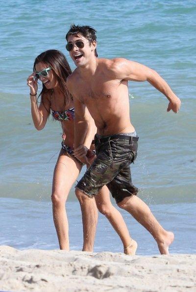 Sur les photos de Malibu, Zac Efron et Ashley Tisdale se sont montrés très proches et semblent bien prêts à aller plus loin dans leur amitié. Mais si Zac Efron voulait seulement attirer l'attention de son ex Vanessa Hudgens ?