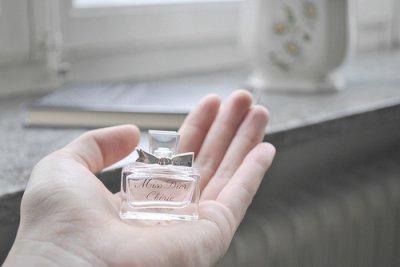 les gens sont comme des fleurs .. il parent tout en laissant leur souvenirs et leur odeurs ..