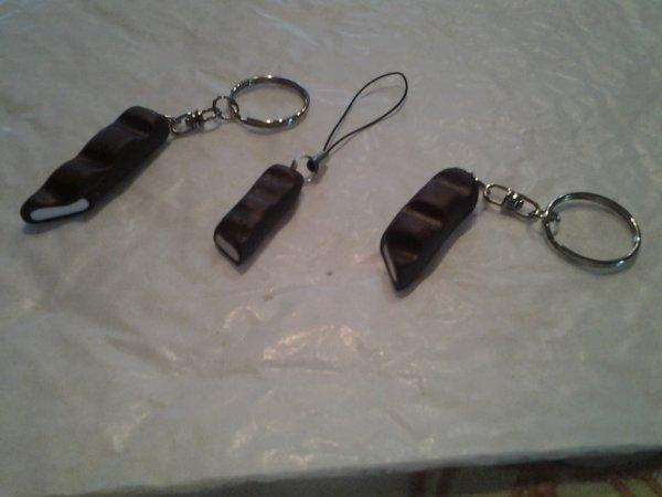 Porte-clefs et bijoux de portable Kinder
