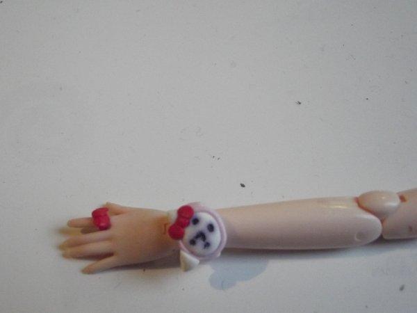 Bague et montre (Hello kitty&Mickey) a vendre pour Pullip obitsu .